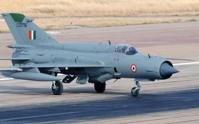 """Tại sao Ấn Độ sử dụng """"quan tài bay"""" MiG-21 đối đầu F-16 Không quân Pakistan?"""