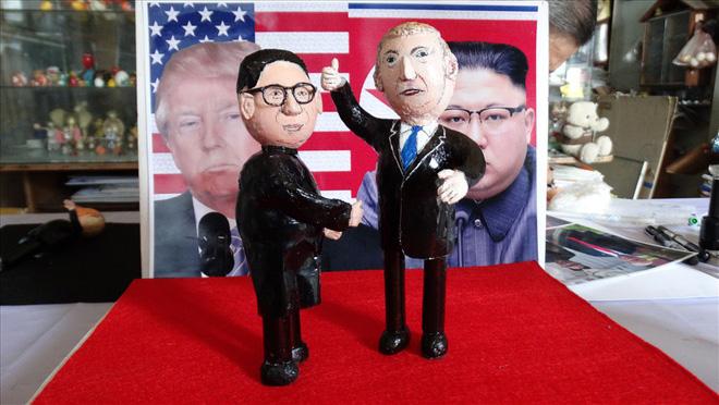 Thầy giáo tạo hình lãnh đạo Donald Trump và Kim Jong-un bằng vỏ trứng  - Ảnh 1.