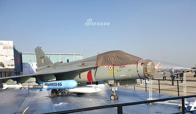 Ấn Độ gây choáng cho Trung Quốc khi tích hợp tên lửa BrahMos-NG lên tiêm kích LCA - Ảnh 1.