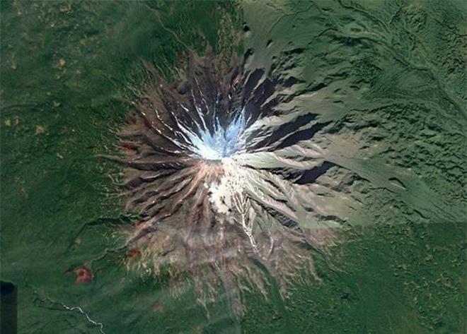 Bất ngờ với những bức ảnh thú vị tìm được trên Google Earth - Ảnh 1.
