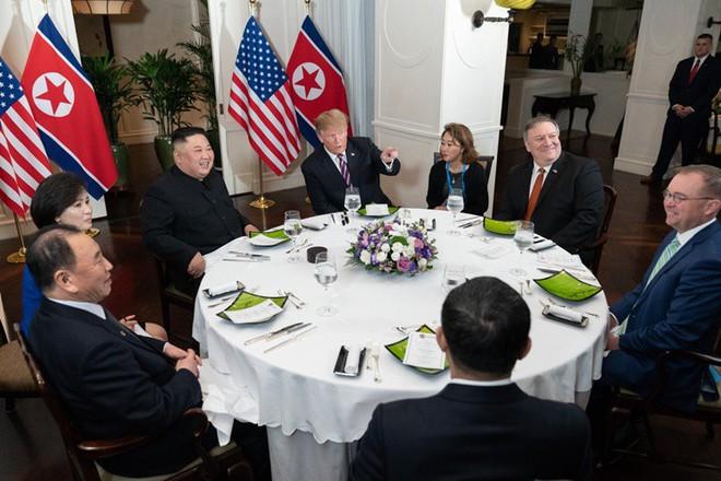 Hai bóng hồng luôn sát cánh cùng hai ông Trump-Kim: Không chỉ xinh đẹp mà còn đặc biệt tài hoa - Ảnh 6.