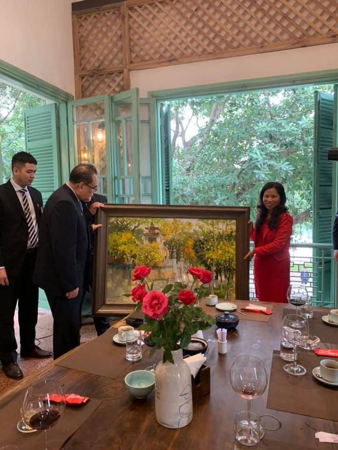 Nữ ca sỹ quyền lực nhất Triều Tiên dành lời cảm ơn và khen đồ ăn Việt rất ngon - Ảnh 2.