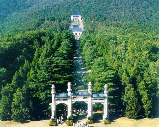 Xuống lăng mộ bí ẩn và vĩ đại nhất thế giới, chứa hàng ngàn tấn báu vật - Ảnh 1.
