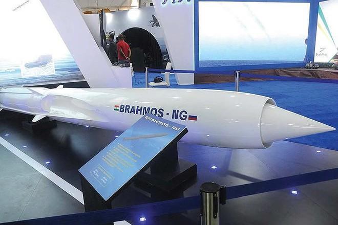 Ấn Độ gây choáng cho Trung Quốc khi tích hợp tên lửa BrahMos-NG lên tiêm kích LCA - Ảnh 3.