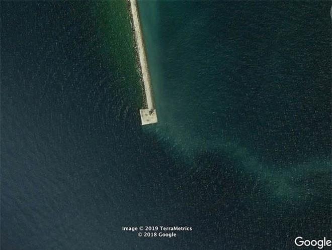 Bất ngờ với những bức ảnh thú vị tìm được trên Google Earth - Ảnh 4.