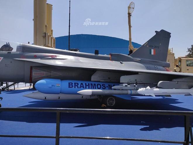 Ấn Độ gây choáng cho Trung Quốc khi tích hợp tên lửa BrahMos-NG lên tiêm kích LCA - Ảnh 7.