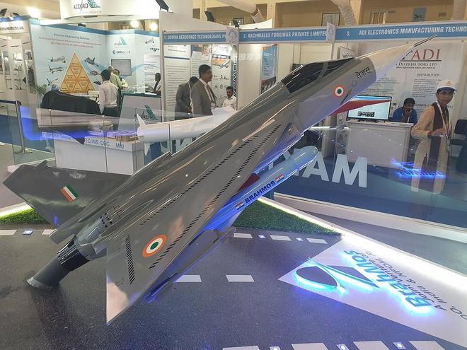 Ấn Độ gây choáng cho Trung Quốc khi tích hợp tên lửa BrahMos-NG lên tiêm kích LCA - Ảnh 9.
