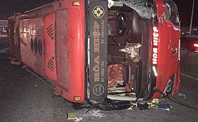 Xe khách lật trên quốc lộ, 30 hành khách thoát chết ngày 28 Tết