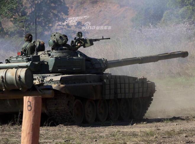 Quân đội Venezuela khoe cơ bắp trong tình hình nóng - Ảnh 8.