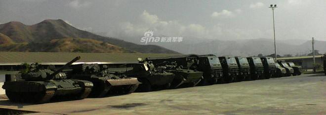 Quân đội Venezuela khoe cơ bắp trong tình hình nóng - Ảnh 7.