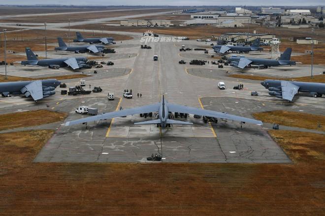 Siêu pháo đài bay B-52 Mỹ tiếp tục gây choáng với số lượng cực lớn tham gia tập trận - Ảnh 1.