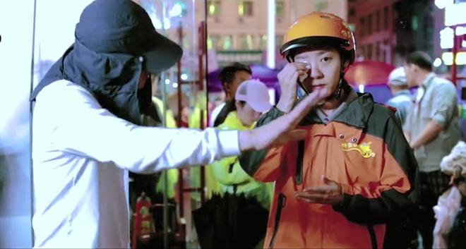 Hộp cơm chan nước mắt và tiếng cười xót xa trong phim hài Tết Châu Tinh Trì - Ảnh 8.