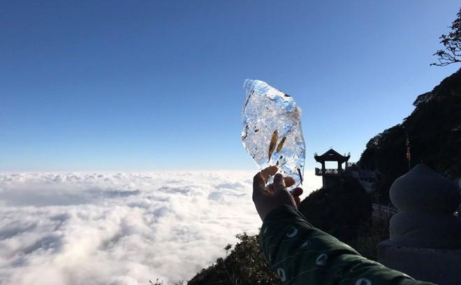 Xuất hiện lớp băng tuyết trên đỉnh Fansipan ngày đầu xuân Kỷ Hợi