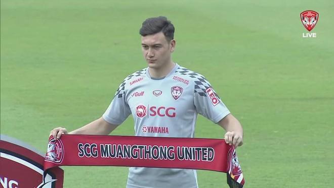 Văn Lâm ra mắt Muathong United: Tôi sẽ nỗ lực giúp đội đoạt chức vô địch - Ảnh 1.