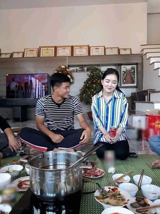 Lộ hình ảnh Đức Chinh đưa bạn gái xinh đẹp về ra mắt gia đình trong dịp Tết - Ảnh 1.