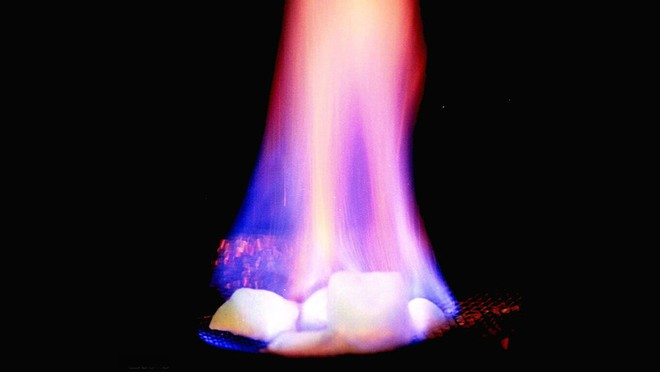 Băng cháy - Nguồn năng lượng đủ dùng cho nghìn năm, nước nào cũng thèm muốn - Ảnh 1.