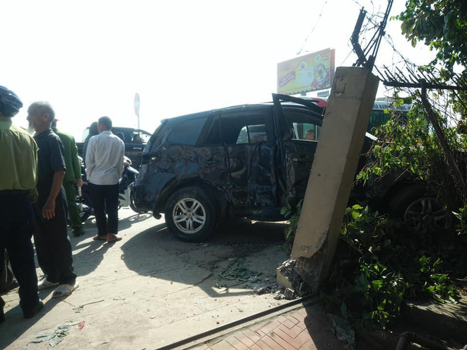 Về quê ăn Tết, ô tô 7 chỗ bị xe khách đâm trúng khiến 3 người trọng thương - Ảnh 1.