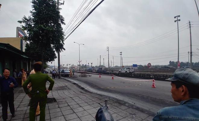 Quảng Ninh: Xuất hiện hố tử thần rộng hơn 50m2 trên Quốc lộ 18 - Ảnh 3.