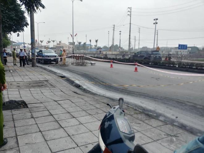 Quảng Ninh: Xuất hiện hố tử thần rộng hơn 50m2 trên Quốc lộ 18 - Ảnh 2.