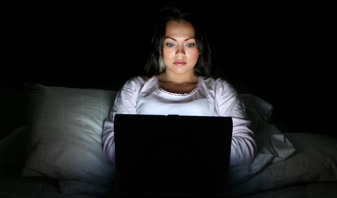Mất ngủ khiến bạn mất sức, xuống sắc, ốm yếu: 3 tuyệt chiêu ngủ ngon có thể bạn sẽ cần - Ảnh 2.