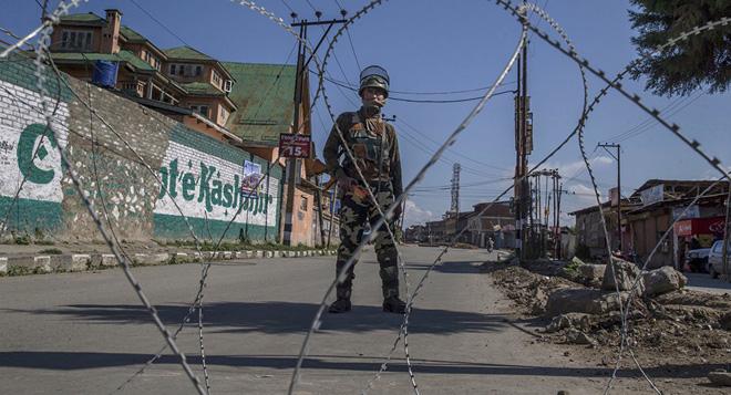 Ấn Độ-Pakistan dùng hỏa lực mạnh liên tiếp nã đạn - Tư lệnh KQ và HQ Ấn được lệnh báo động Z+ - Ảnh 1.
