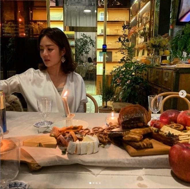 Nữ thần Chae Rim: Xuống sắc, hết thời, phải đưa con về nước vì chồng trẻ ngoại tình? - Ảnh 9.