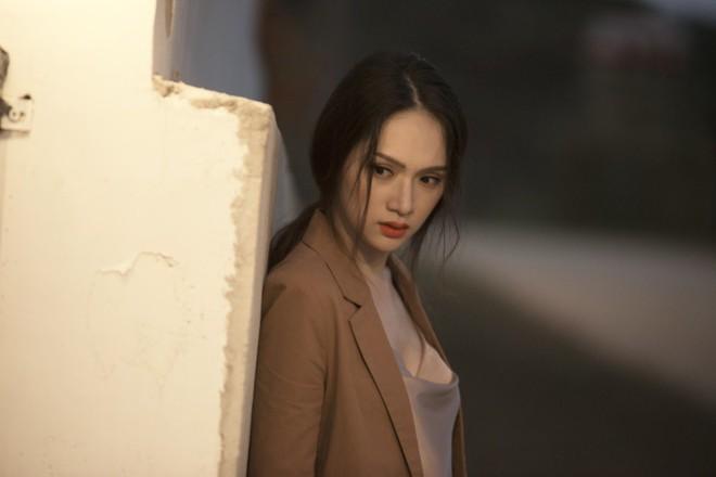 Hương Giang đau đớn khi bị bạn thân cướp người yêu trong MV mới - Ảnh 1.