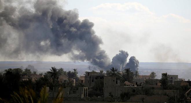 Liên quân do Mỹ dẫn đầu không kích đẫm máu Baguz, Syria - Thương vong lớn - Ảnh 1.