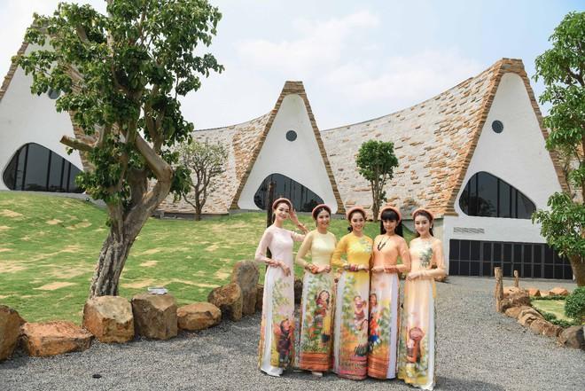 Các hoa hậu, á hậu dự triển lãm Lịch sử cà phê thế giới tại Bảo tàng thế giới cà phê - Ảnh 3.
