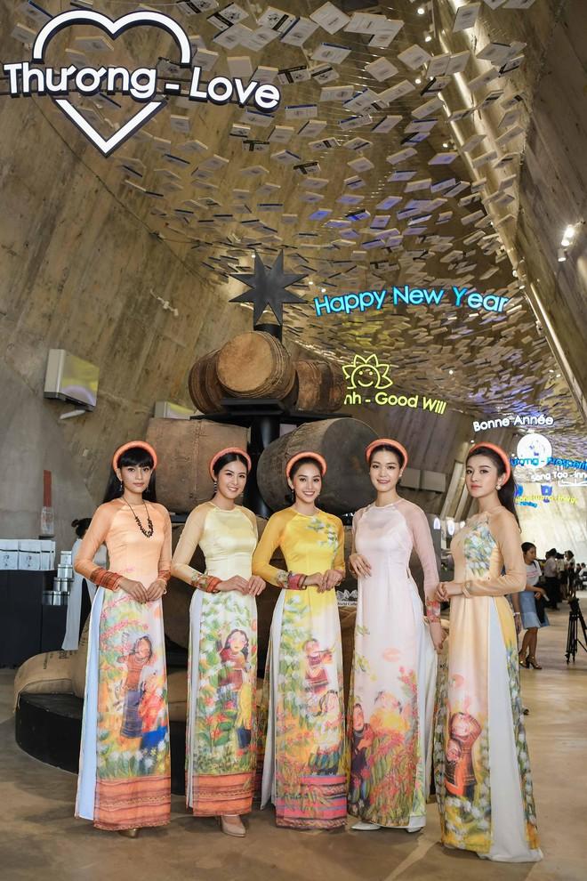Các hoa hậu, á hậu dự triển lãm Lịch sử cà phê thế giới tại Bảo tàng thế giới cà phê - Ảnh 4.