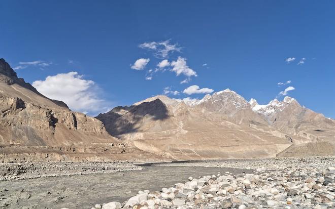 Ngôi làng kỳ lạ tại Pakistan: Phụ nữ muốn leo núi đến kiệt quệ mới thấy hạnh phúc - Ảnh 6.
