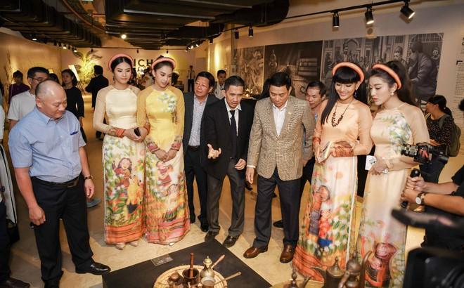 Các hoa hậu, á hậu dự triển lãm Lịch sử cà phê thế giới tại Bảo tàng thế giới cà phê