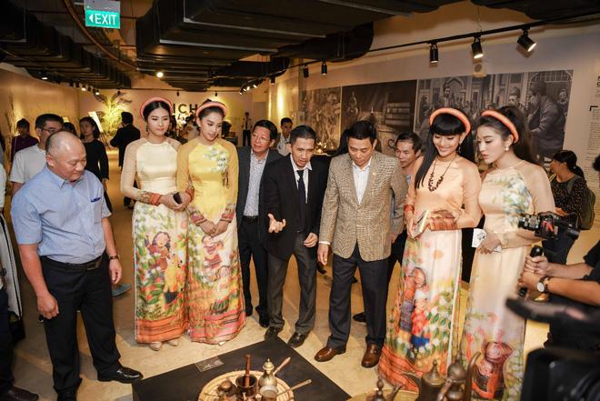 Các hoa hậu, á hậu dự triển lãm Lịch sử cà phê thế giới tại Bảo tàng thế giới cà phê - Ảnh 7.