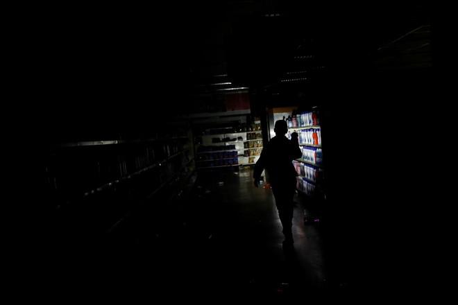 Thảm họa điện năng Venezuela bước sang ngày thứ 5: Quốc hội đối lập ban bố tình trạng báo động - Ảnh 1.