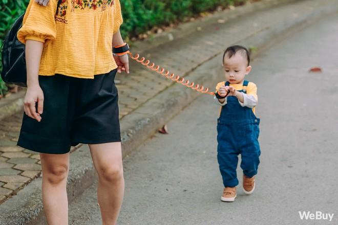 Những bà mẹ bị hội chứng mất não sau sinh nhất định phải thử qua sợi dây chống lạc con nơi công cộng này - Ảnh 1.