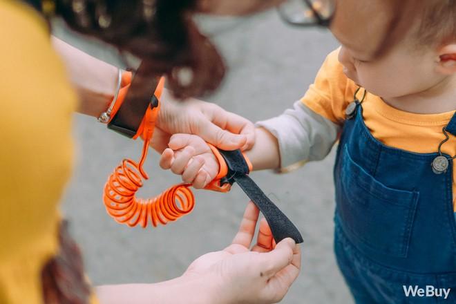 Những bà mẹ bị hội chứng mất não sau sinh nhất định phải thử qua sợi dây chống lạc con nơi công cộng này - Ảnh 2.