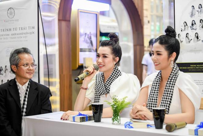 Hoa hậu Ngọc Hân, Á hậu Huyền My, Á hậu Lệ Hằng đã giao lưu và ký tặng sách tại không gian Trung Nguyên Legend - Ảnh 5.