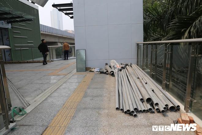Ảnh: Người nhện đu dây lau rửa ga tàu đường sắt Cát Linh - Hà Đông trước ngày hoạt động - Ảnh 7.