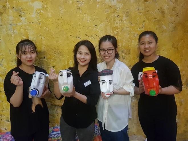 Quán cà phê có 1-0-2 khu phố cổ Hà Nội, khách ùn ùn đến cho rác - Ảnh 7.