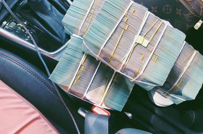 BTV truyền hình mặc trang phục gây sốc: Mỗi tháng kiếm 60 triệu, tự mua ô tô, hàng hiệu đắt tiền - Ảnh 5.