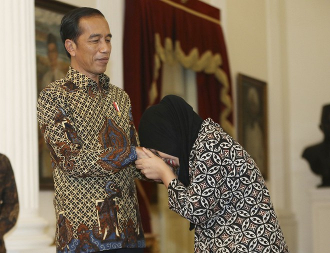 Tổng thống Indonesia đón công dân được thả trong nghi án Kim Jong-nam trở về - Ảnh 3.
