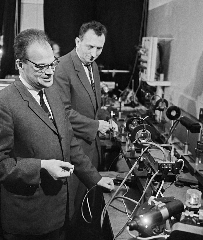 Siêu vật liệu mạnh nhất hành tinh: Tăng tốc máy tính lên ngàn lần, biến silicon về đồ cổ - Ảnh 5.