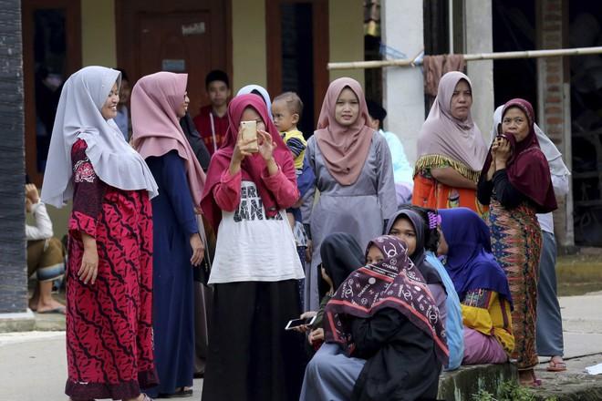 Tổng thống Indonesia đón công dân được thả trong nghi án Kim Jong-nam trở về - Ảnh 5.