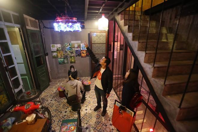 Quán cà phê có 1-0-2 khu phố cổ Hà Nội, khách ùn ùn đến cho rác - Ảnh 8.