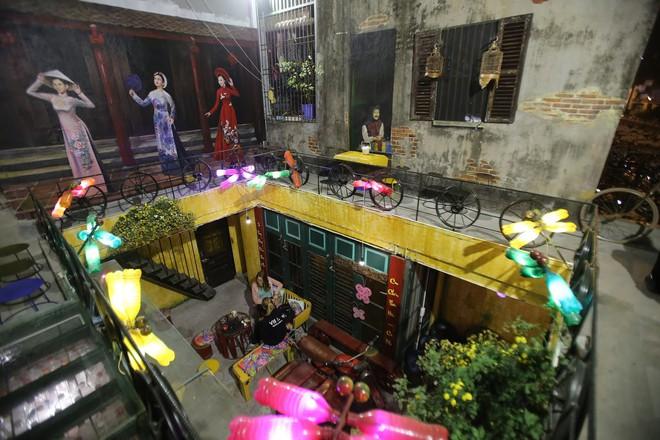 Quán cà phê có 1-0-2 khu phố cổ Hà Nội, khách ùn ùn đến cho rác - Ảnh 1.