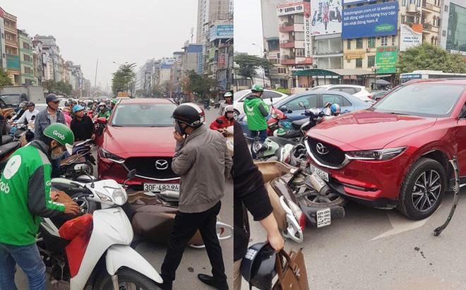 Hiện trường tai nạn xe Mazda đâm liên hoàn nhiều xe máy, tài xế nghi là nữ