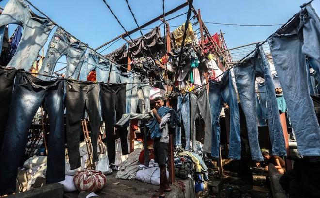 24h qua ảnh: Bên trong xưởng giặt thuê lớn nhất thành phố Mumbai