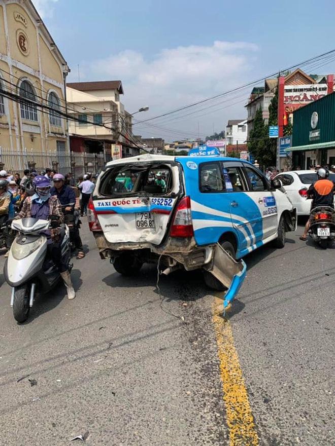 Gây tai nạn liên hoàn, thanh niên ngồi trong ô tô thản nhiên quẩy theo tiếng nhạc - Ảnh 6.