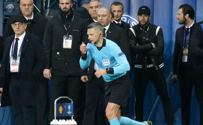 Sau phản ứng với trận thua Man United, Neymar đối diện án phạt nặng