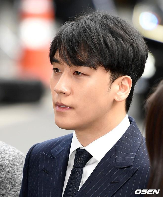 Clip Seungri chính thức trình diện để thẩm vấn: Vẫn đi xe sang nhưng tiều tuỵ hẳn, mắt đỏ rưng rưng xin lỗi nạn nhân - Ảnh 5.